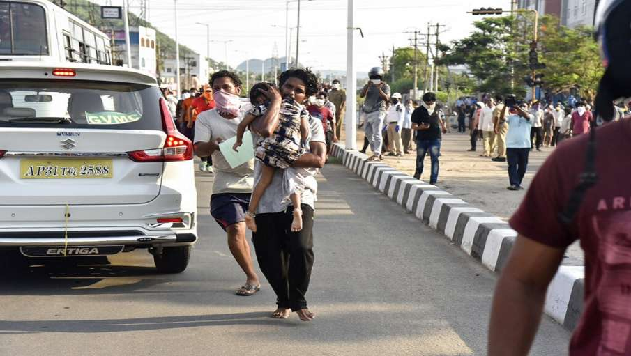 Visakhapatnam gas leak: Municipal body asks residents to stay indoors and apply wet masks- India TV Hindi