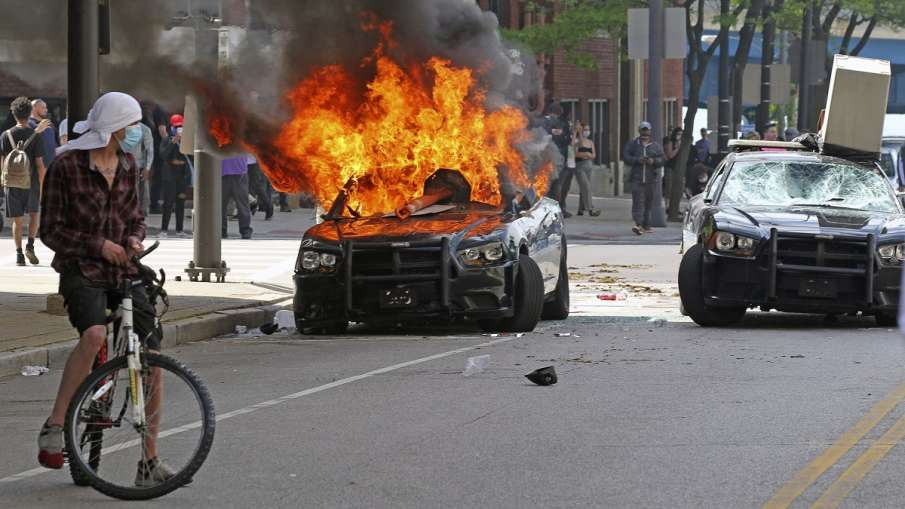George Floyd death: Curfew in 17 US cities, massive protests in LA, Chicago- India TV Hindi