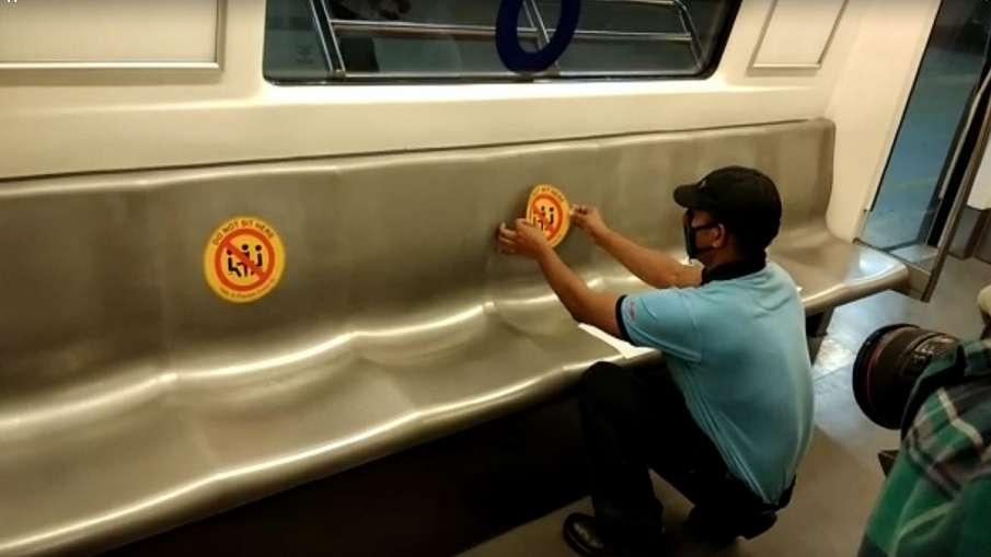 अब परिचालन की तैयारी में जुटी दिल्ली मेट्रो, सोशल डिस्टेंसिंग के लिए सीटों पर मार्किंग- India TV Hindi