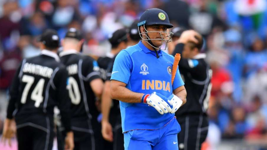 Michael Hussey wants to see MS Dhoni playing cricket for the next 10 years- India TV Hindi