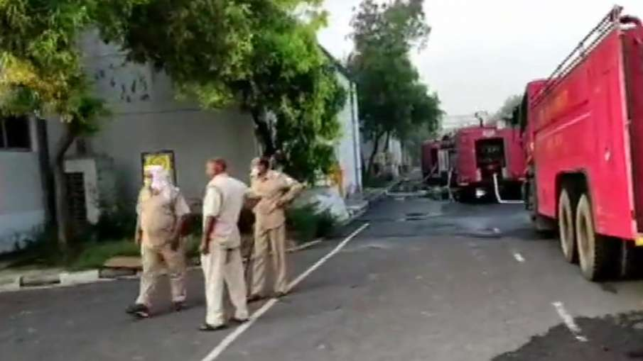 fire broke out at godown of an auto parts company- India TV Hindi