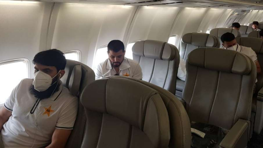 Pakistan's 31-member team reached England, will have to stay in isolation for 14 days- India TV Hindi