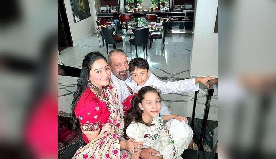 दो महीने से दुबई में फंसे अपने परिवार से नहीं मिले हैं संजय दत्त, पत्नी और बच्चों की फोटो शेयर कर लि- India TV Hindi