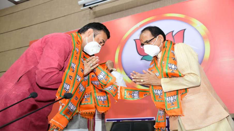 Bhopal: More than 300 Congress workers join BJP- India TV Hindi