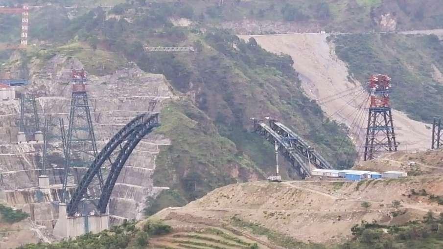 Chenab Railway Bridge to be completed next year । चिनाब रेल पुल अगले साल तक तैयार हो जाएगा- India TV Hindi