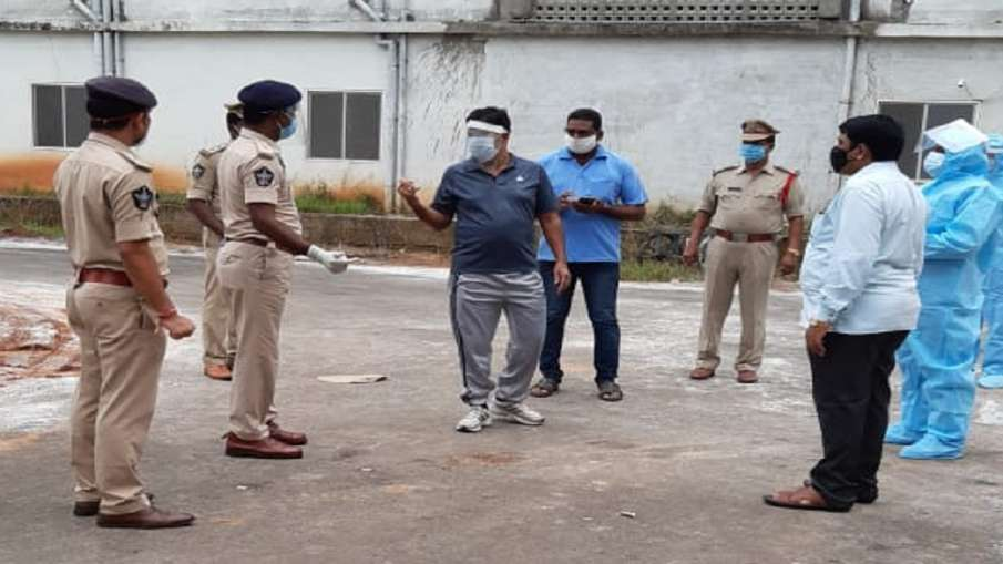 2 prisoners escape covid 19 quarantine Centre in Andhra Pradesh- India TV Hindi