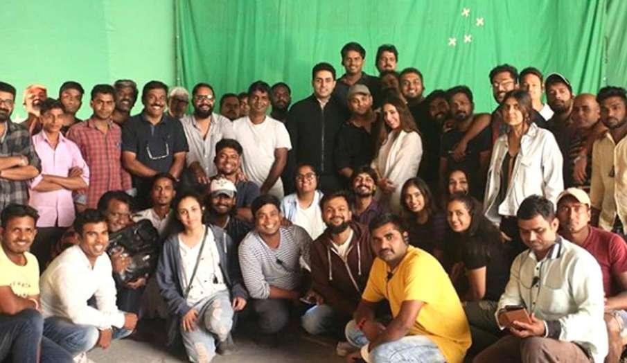 अभिषेक बच्चन ने शेयर की 'ब्रीद 2' की टीम संग फोटो- India TV Hindi