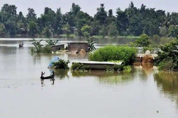 Assam's flood situation improves, 7 lakh people in 17 districts still affected- India TV Hindi