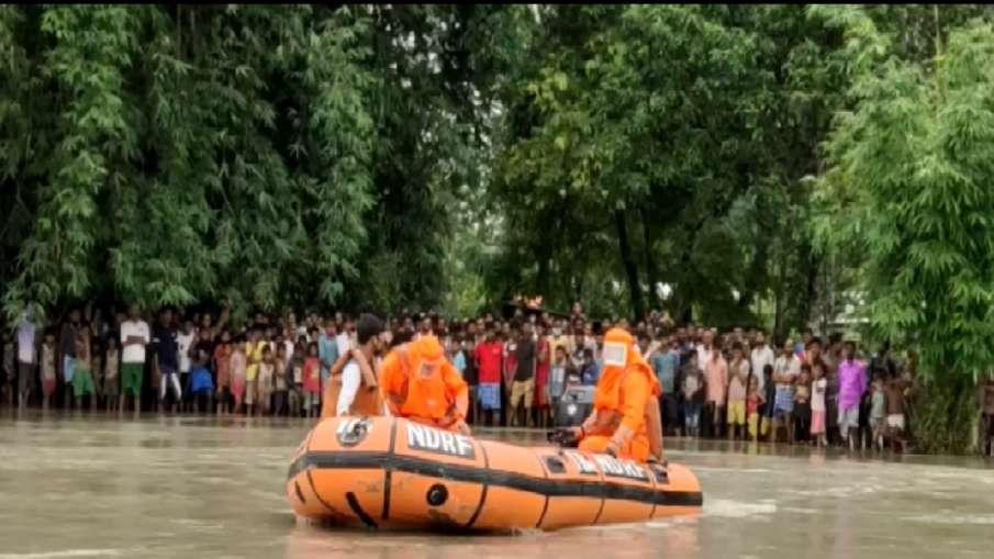 असम: बारपेटा में भारी बारिश से बाढ़, NDRF ने 236 लोगों को बचाया- India TV Hindi