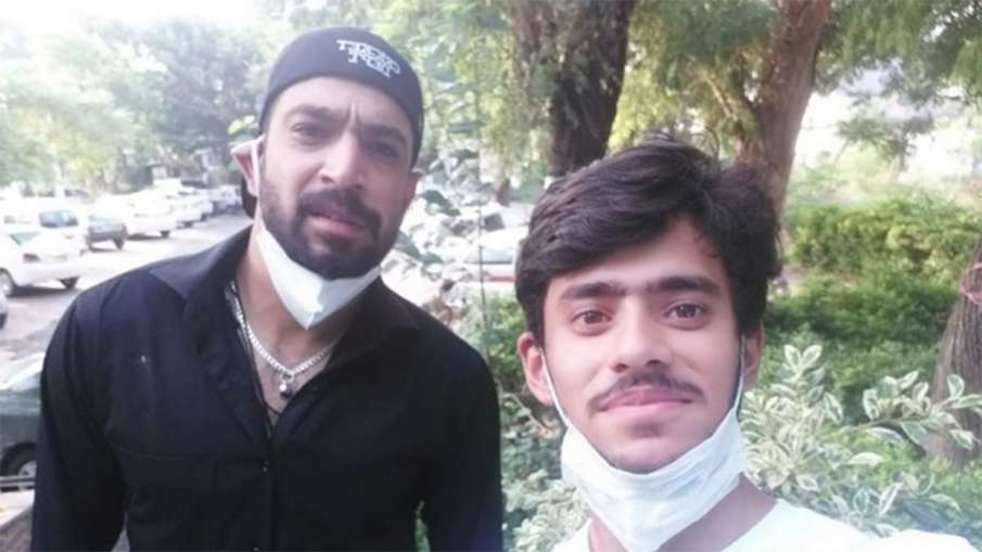 Pakistani Cricket Fan Selfi With Haris Rauf later comes to know cricketer is COVID-19 positive- India TV Hindi