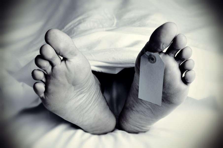 मौत के बाद भी अस्पताल में पड़ा रहा दिव्यांग का शव, दुर्गंध आने के बाद पता चला- India TV Hindi