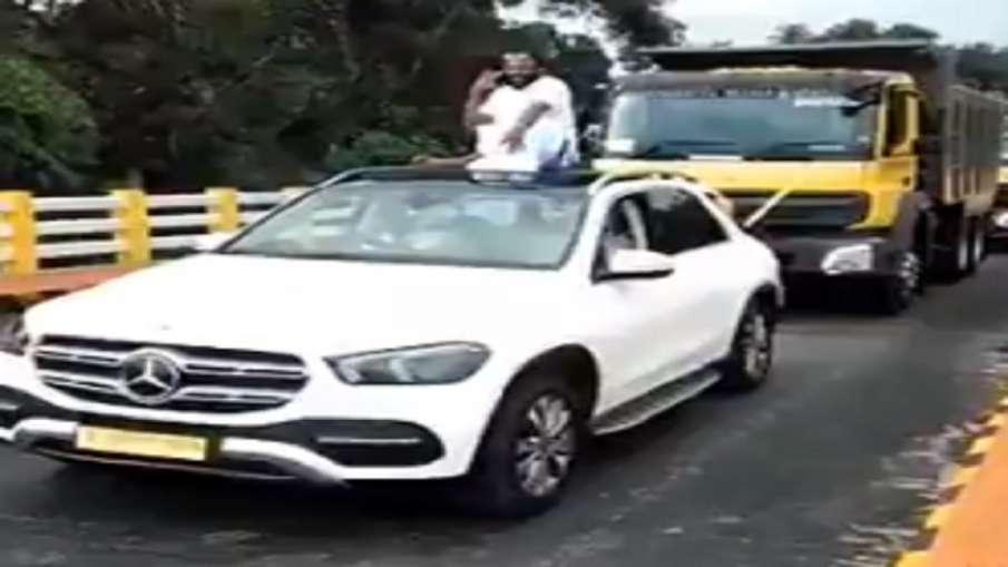 kerala businessman roadshow with mercedes benz - India TV Hindi