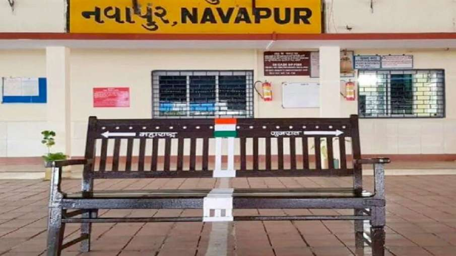 Navapur Railway Station Is Located In Two States - India TV Hindi
