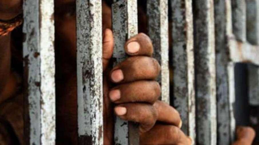 उत्तर प्रदेश दो डिप्टी जेलर और 41 कैदी कोरोना वायरस से संक्रमित- India TV Hindi