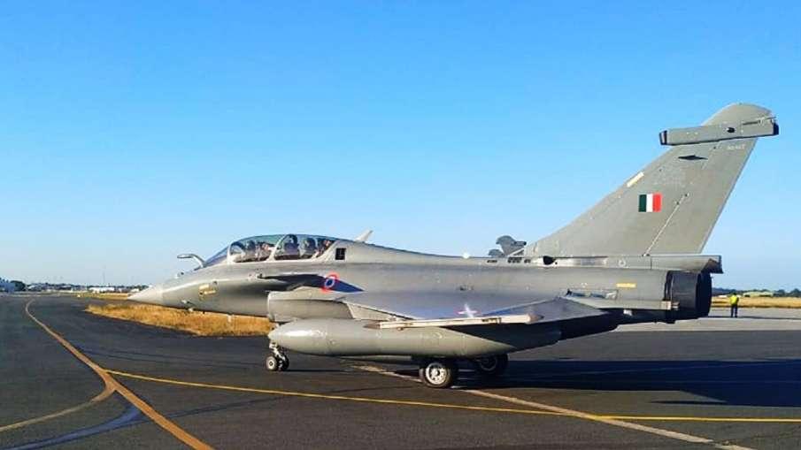 Rafale aircraft reaches Al Dhafra airbase of UAE । फ्रांस से निकलकर आबूधाबी के Al Dhafra एयरबेस पहुं- India TV Hindi