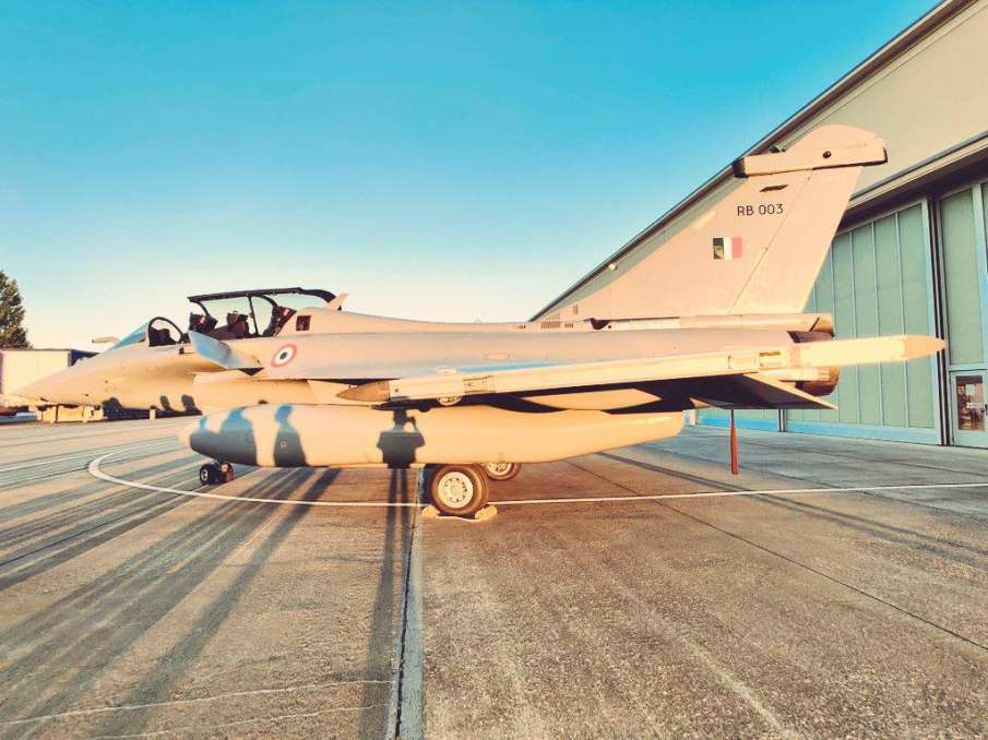 First 5 IAF Rafale fighter aircraft take off for India from France- India TV Hindi