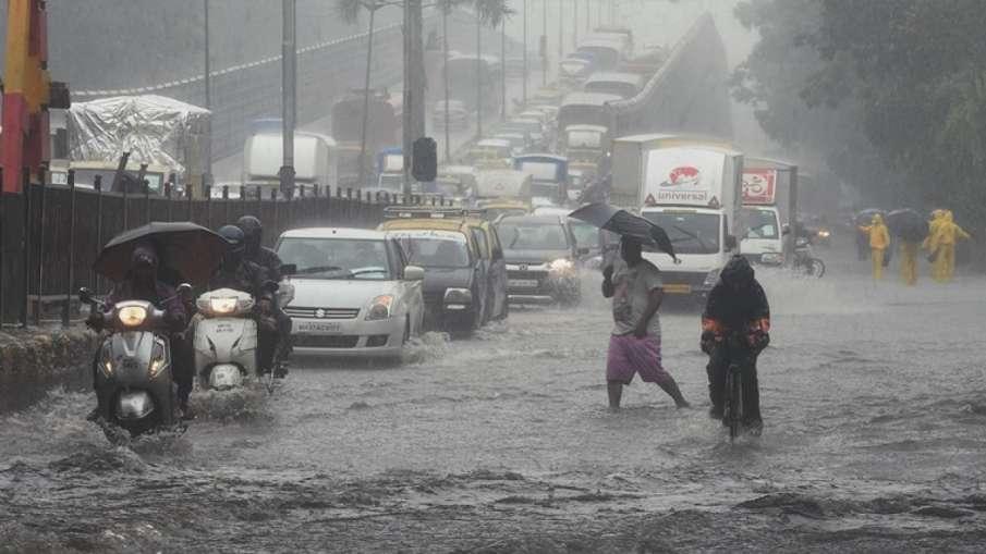 मंबई पर 2 दिन भारी पड़ सकती है बरसात- India TV Hindi