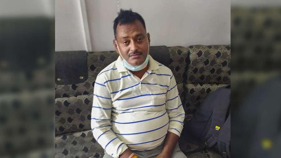 Vikas Dubey Wife richa dubey son and servant returns to lucknow । मारे गए कुख्यात अपराधी विकास दुबे - India TV Hindi