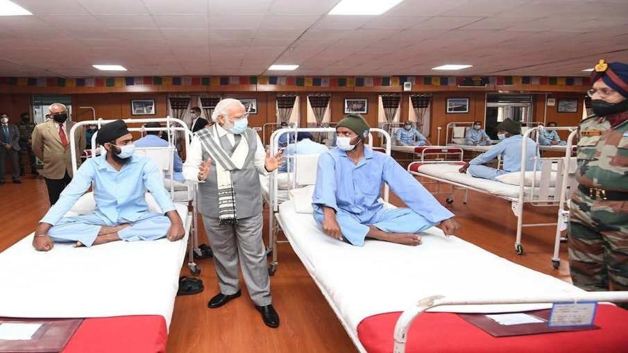 PM Modi met soldiers who were injured in Galwan Valley clash of June 15- India TV Hindi