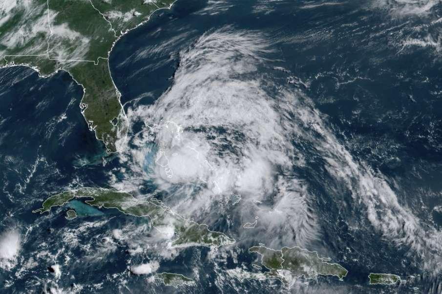 बहामास में तबाही मचाने के बाद फ्लोरिडा की ओर बढ़ा तूफान 'इसायस'- India TV Hindi
