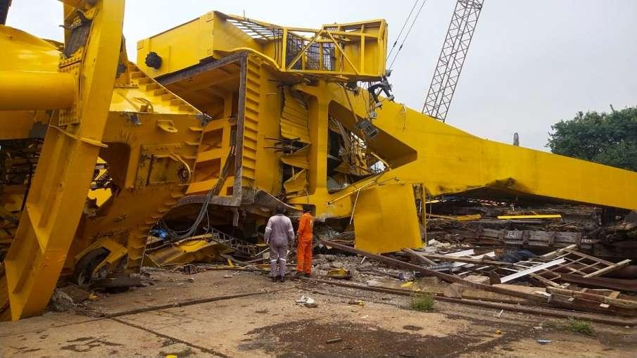 Crane collapses at Hindustan Shipyard Limited in Visakhapatnam- India TV Hindi