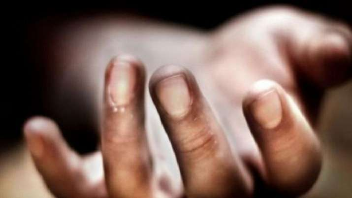 Gujarat: Couple with three minor daughters found dead- India TV Hindi