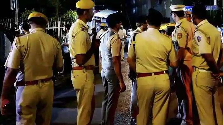समय से ड्यूटी पर न...- India TV Hindi