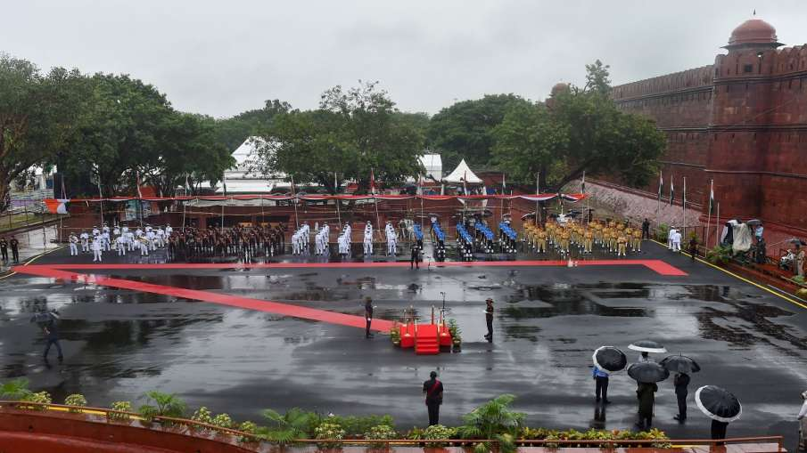 Tri-Service bands and Delhi Police contingent march-past during full dress rehearsals for the 74th I- India TV Hindi