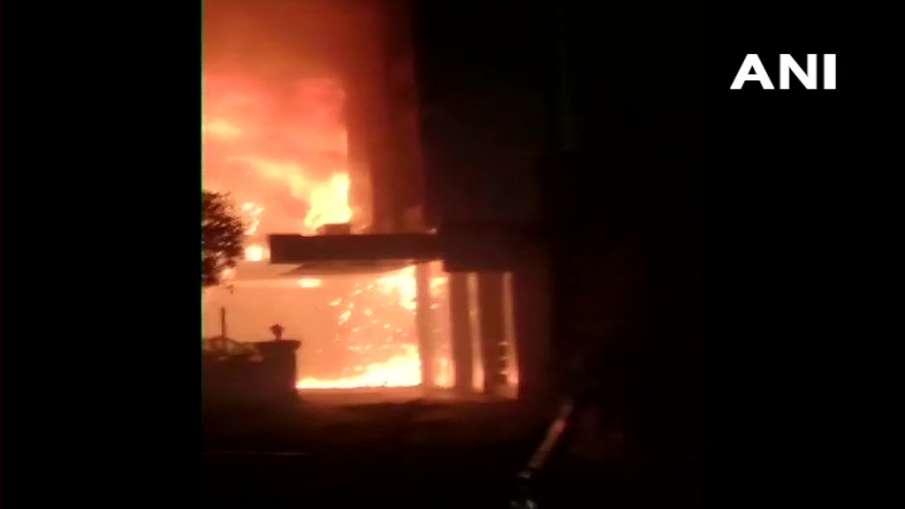 होटल में बने कोरोना सेंटर में आग, 7 लोगों की मौत, कई झुलसे- India TV Hindi