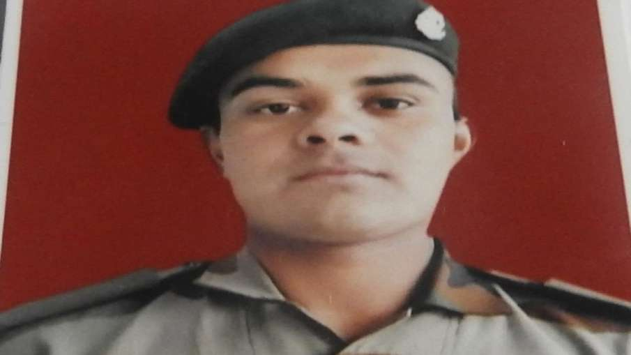 Soldier from Himachal's Hamirpur district killed in ceasefire violation by Pakistan at LoC- India TV Hindi