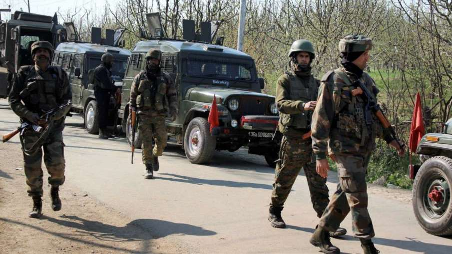 Srinagar: Two Cops Killed in Terrorist Attack at Nowgam Bypass, Area Cordoned Off- India TV Hindi