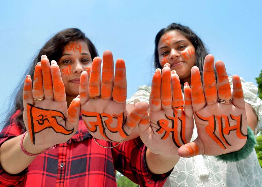 Young women paint 'Jai Shri Ram' on their hands and...- India TV Hindi