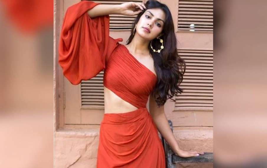 rhea chakraborty questioned by cbi- India TV Hindi
