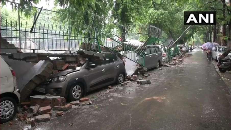 Delhi Rain: Wall collapses in Saket, many vehicles damaged- India TV Hindi