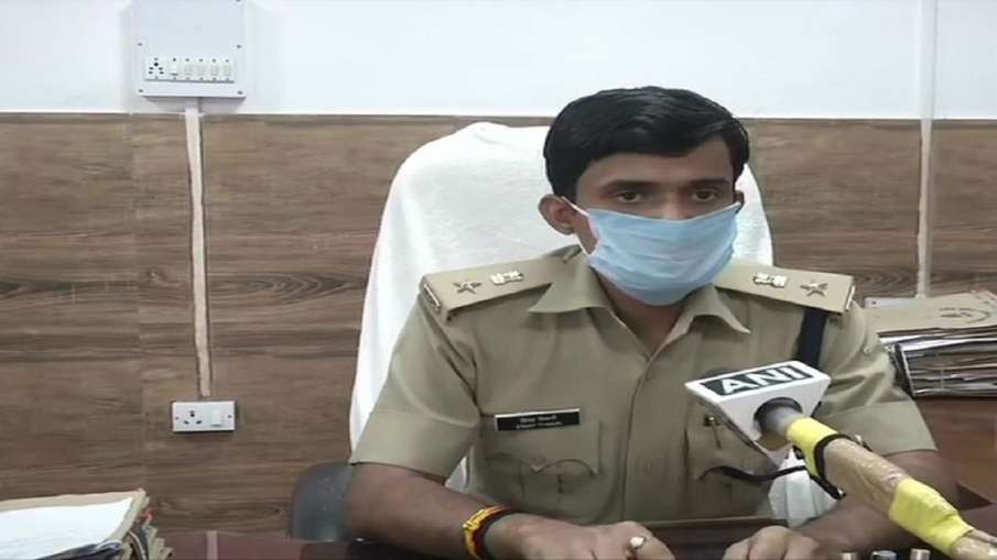 IPS officer Vinay Tiwary being quarantined forcefully by BMC officials in Mumbai- India TV Hindi