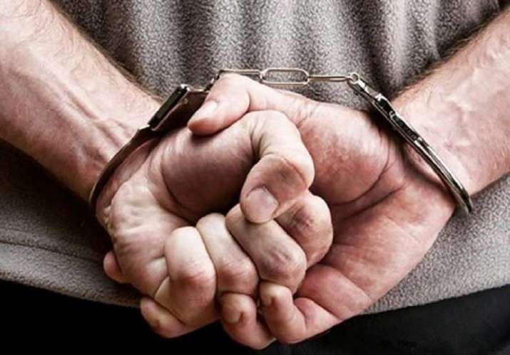 Drug peddler who once worked as Bollywood make-up artist held- India TV Hindi