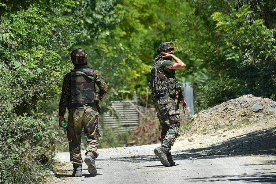 Terrorists lobbed grenade at security forces in Tral of...- India TV Hindi