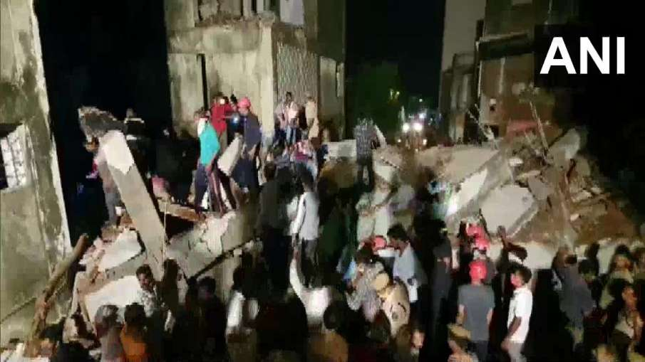 under construction building collapsed in Vadodara...- India TV Hindi