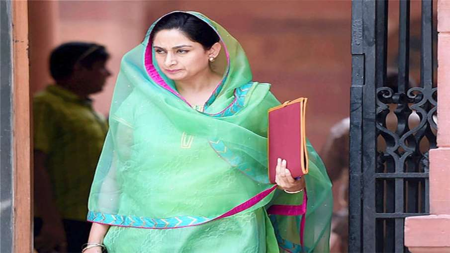 Harsimrat Kaur Badal resign from Modi cabinet on protest against agriculture bill- India TV Hindi