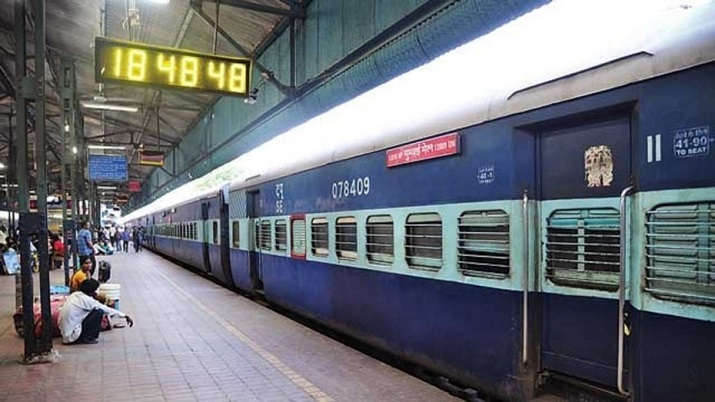 Railway may increase train fare for redeveloped stations says sources । रेलवे बढ़ा सकता है ₹10 से ₹3- India TV Hindi