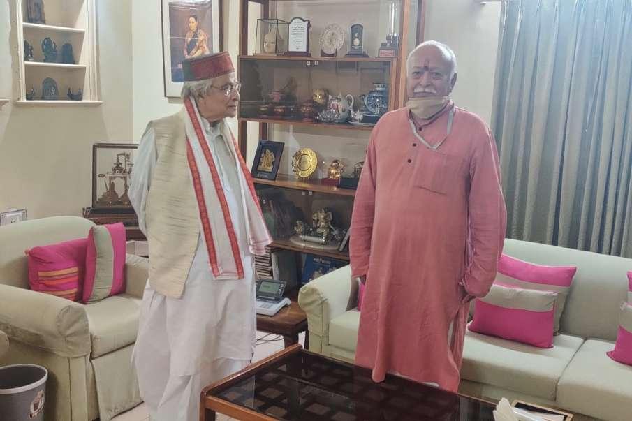 Murli Manohar Joshi meets RSS Chief Mohan Bhagwat । मुरली मनोहर जोशी ने की संघ प्रमुख मोहन भागवत से - India TV Hindi