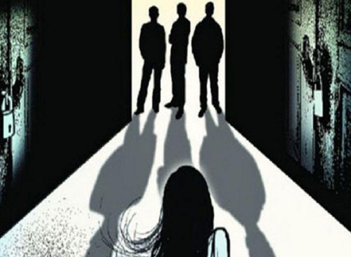 महाराष्ट्र: ब्लैकमेल करके 2 साल से कर रहे थे युवती का रेप, पुलिस ने दर्ज किया मामला- India TV Hindi