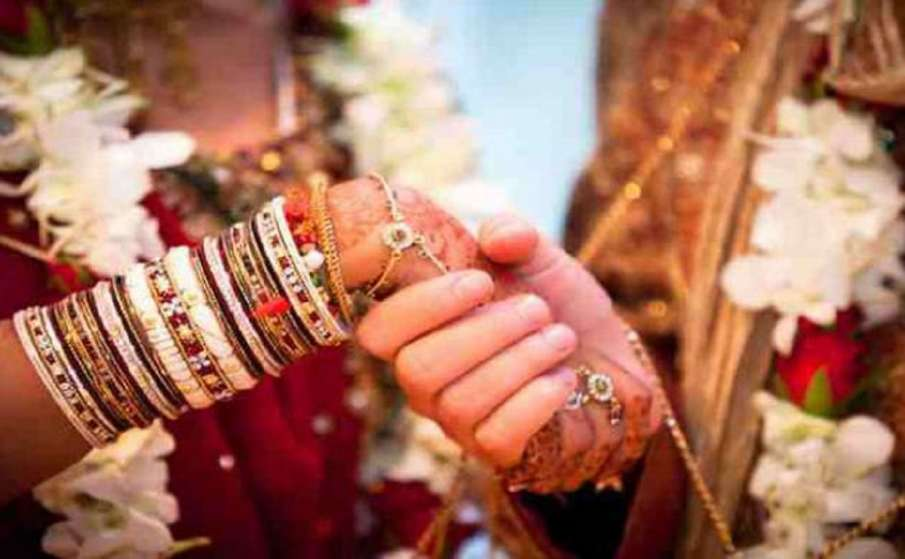 Uttarakhand government to fix incentive money order on inter-religious marriage । अंतरधार्मिक विवाह - India TV Hindi