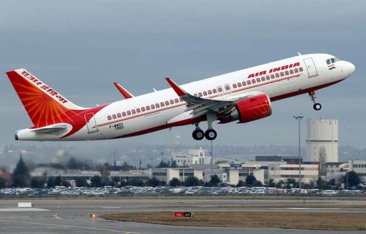 यात्री ने विमान में...- India TV Hindi
