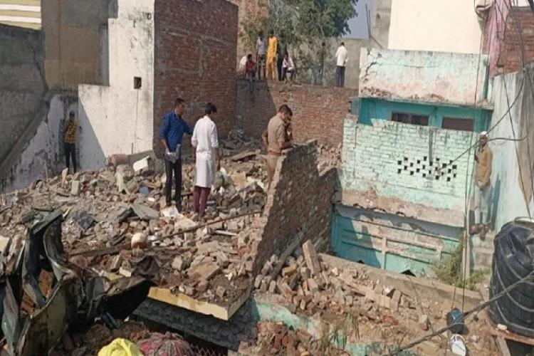 UP: जोरदार धमाके के साथ...- India TV Hindi