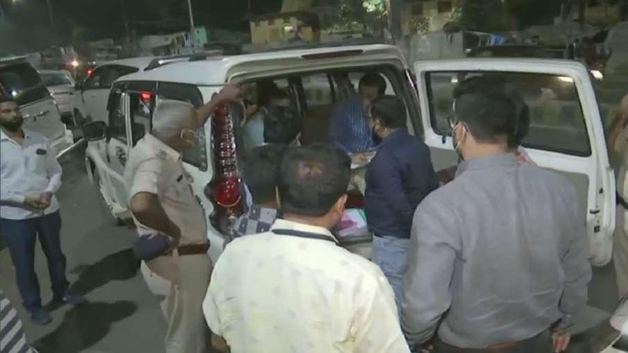 Income Tax Dept Raids Congress' Bihar Headquarters Sadaqat Ashram- India TV Hindi