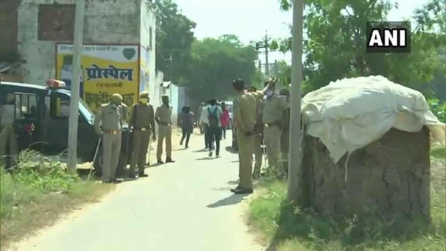hathras case ground report from bulgadi village । Hathras Case: गांव में किसी से दुआ सलाम बंद, तो को- India TV Hindi