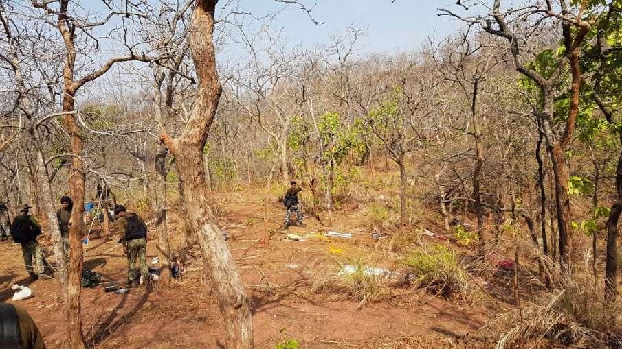 five naxal killed by security forces । महाराष्ट्र में सुरक्षाबलों को बड़ी सफलता, 5 नक्सली ढेर- India TV Hindi
