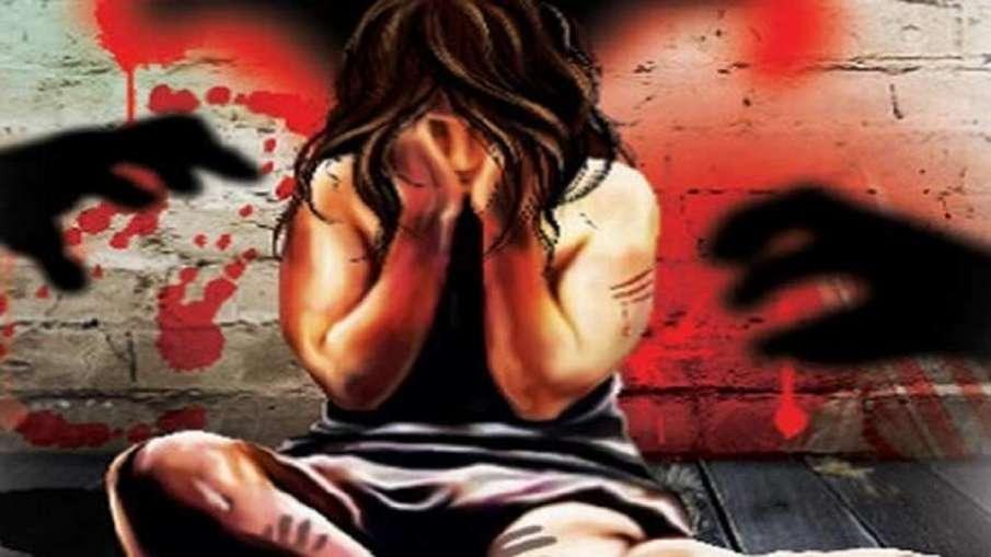 पत्नी ने की पति की डंडे से पीट-पीटकर हत्या, बेटी पर रखता था बुरी नजर- India TV Hindi