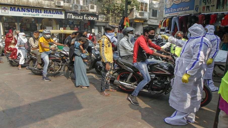 दिल्ली में कम टेस्ट होने के कारण घटे कोरोना के नए केस, 111 मरीजों की हुई मौत- India TV Hindi